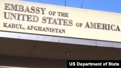 """په کابل کې د امریکا سفارت په یوه ټویټ کې ویلي """"له خپلو متحدینو او ملګرو سره یوځای موږ وژنې، تښتونې او د مهمو زیربناوو ویجاړول غندو، طالبان باید پر دې پوه شي چې د هغوی ویجاړوونکي او له تاوتریخوالي ډک اعمال نړۍ په غوسه کوي او باید په افغانستان کې د سولې په خاطر ترې لاس واخلي"""""""