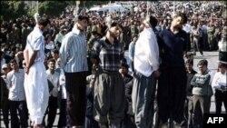 İranda ondan çox adam edam edilib