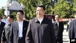 15일 중국 베이징에 있는 중국 농업대학교에서 열린 국가과학대중화의 날 행사에 참석한 시진핑(사진중앙) 국가부주석