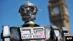 Dünya genelinde ''katil robotlar'' da denilen otonom silah sistemlerine karşı düzenlenen protestolarda temsili robotlar kullanılıyor.