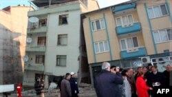 Türkiyədə şiddətli zəlzələ nəticəsində yüzlərlə nəfər həyatını itirib