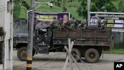 فلپائن کے فوجی ملک کے شمال میں مسلم عسکریت پسندوں کے ٹھکانوں کی طرف بڑھ رہے ہیں۔ فائل فوٹو