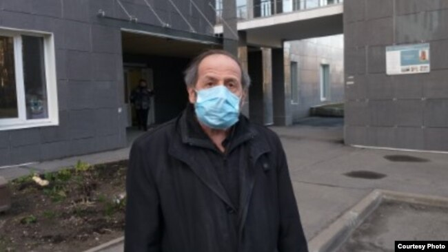 Борис Вишневский около детского онкоцентра