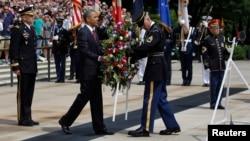 美國總統奧巴馬5月27日在阿靈頓國家公墓向陣亡將士敬獻花圈