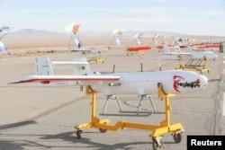 فوجی مشقوں میں استعمال کیے جانے والے ایران کے اپنے تیار کردہ ڈرون۔