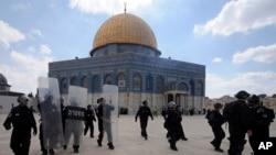 El texto de la resolución solo se refiere al sitio conocido por los musulmanes como Noble Santuario sin mencionar el nombre judío.