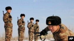 Chinese soldiers undergo a training session in Hami, northwest China's Xinjiang region on January 12, 2011.