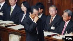 PM Naoto Kan saat memberikan penjelasan kepada parlemen Jepang. Kan mendapat mosi tidak percaya dan dituntut untuk mundur.