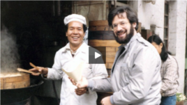 VOA correspondent Al Pessin, shown with an unidentified vendor, covered China during the Tiananmen Square. He appears in a video from the U.S.-China Institute.