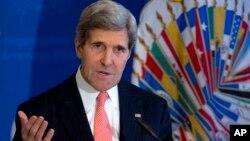 Menlu AS John Kerry hari Selasa (19/11) menepiskan kekhawatiran PM Israel soal kemungkinan kesepakatan nuklir dengan Iran (foto: dok).
