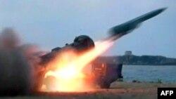 Tên lửa được bắn đi trong một cuộc diễn tập quân sự ở Syria, 7/7/2012