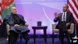 Serok Obama (rast) û Serokê Afganistanê Hamid Karzay roja Yekşemê li Chicago, 20'ê Gulana 2012.