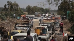 با آغاز عملیات ارتش سوریه در درعا، هزاران نفر از ساکنان آن به سمت مرزهای اردن و اراضی تحت کنترل اسرائیل در جولان فرار کردند.