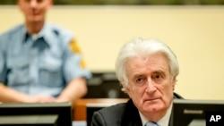 Toá án nói ông Karadzic, 70 tuổi, chịu trách nhiệm hình sự về tội diệt chủng trong vụ thảm sát Srebrenica năm 1995, khi các lực lượng Serbia giết chết 8.000 người đàn ông và bé trai Hồi giáo.