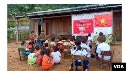 Khai giảng năm học mới ở Tắc Pổ, Nam Trà My, Quảng Nam. (Hình trích xuất từ website báo Tuổi Trẻ)
