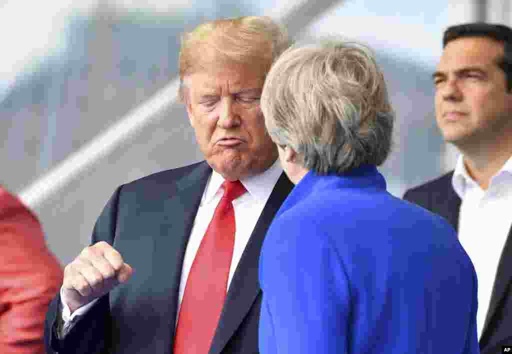گفتگوی پرزیدنت ترامپ و ترزا می در حاشیه گشایش نشست ناتو.