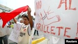 Protestas en Lima por las políticas migratorias de Estados Unidos.