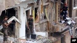 Các tòa nhà bị hư hại sau vụ nổ bom ở Achrafiyeh, khu vực nằm về hướng đông thủ đô Beirut của Li Băng