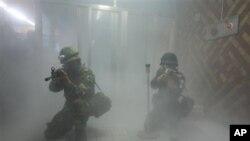 지난 2012년 8월 미-한 을지 프리덤 가디언 훈련의 일환으로 서울역에서 실시된 대 테러 훈련. (자료사진)