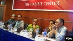 Diskusi hari Rabu (30/4) yang diadakan The Habibie Center di Jakarta menyoroti masalah sulitnya membangun koalisi menjelang Pilpres 9 Juli 2014 (foto: VOA/Iris Gera).