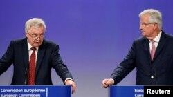 Šef britanskog tima za Bregzit Dejvid Dejvis i glavni pregovarač sa strane EU Mišel Barnije, jul 2017.