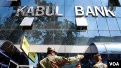 Bank Kabul mengalami krisis karena salah urus.