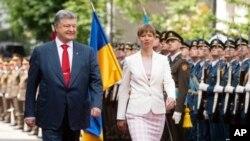 Президент України Петро Порошенко зустрівся з президентом Естонії Керсті Кальюлайд у Києві