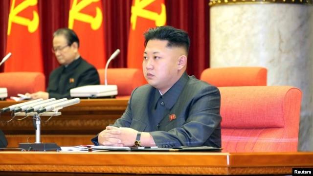 Lãnh tụ Bắc Triều Tiên Kim Jong Un tham dự một cuộc họp của đảng cầm quyền ở Bình Nhưỡng. Ảnh do Thông tấn xã Bắc Triều Tiên KCNA phát hành ngày 9/12/2013.