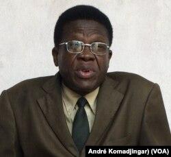 Evariste Ngarlem Toldé, politologue et enseignant chercheur à l'université de N'Djamena, le 11 juillet 2017. (VOA/André Komadjingar).