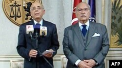 Başbakan Muhammet Gannuçi (solda) Meclis Başkanı Fuat Mebazaa ile