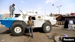 26일 이라크 정부군 병사들이 폭탄 테러가 발생한 바그다드 시아파 집단 거주지역을 순찰하고 있다.