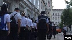 匈牙利右翼政黨反移民活動人士上街抗議