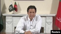 파키스탄 총리를 맡게 된 임란 칸 '파키스탄정의운동(PTI)' 대표가 27일 파키스탄 이슬람바드에서 총선에서 '정의운동'이 승리를 선언하고 있다.