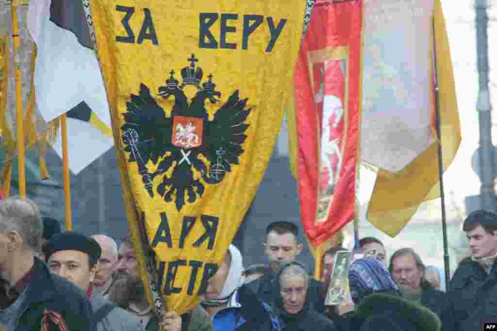 Одинокие участники «Русского марша» влились православный крестный ход