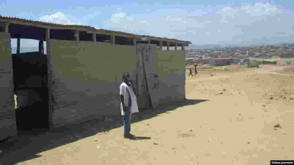 Salas da escola primária Viva a Paz. O olhar de um ouvinte da VOA pelo Ensino Primário, província de Benguela, Angola. Março 2014