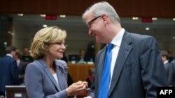 Španska ministarka finansija Elena Salgado i evropski komesar za finansije Oli Ren u Briselu