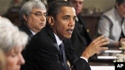 奥巴马总统在白宫同内阁成员和幕僚会面后,对记者发表讲话