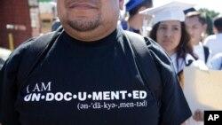 Un grupo de 40 jóvenes soñadores amparados por DACA solicitaron un permiso especial de viaje y dejaron EE.UU. con el riesgo de que no los dejen volver a entrar el país.