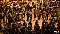 香港民主派批評中國港澳辦發言人的言論會令香港局勢火上加油,恐激發更嚴重警民衝突。(美國之音湯惠芸拍攝)