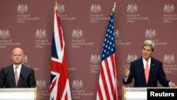 9일 존 케리 미국 국무장관(오른쪽)이 영국 런던에서 윌리엄 헤이그 영국 외무장관과 공동 기자회견을 가졌다.