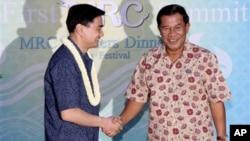 Thailand Prime Minister Abhisit Vejjajiva shakes hand with Prime Minister Hun Sen of Cambodia.