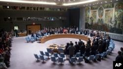 联合国安理会成员起立为马航被击落班机上298名乘客默哀