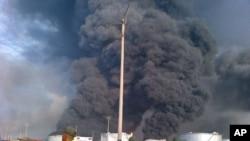 Пожар на НПЗ. Периметр завода охраняют национальные гвардейцы