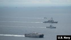 美国海军舰船2016年11月16日在南中国海参与演习