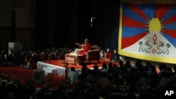 達賴喇嘛在2012年11月27日向其追隨者講話