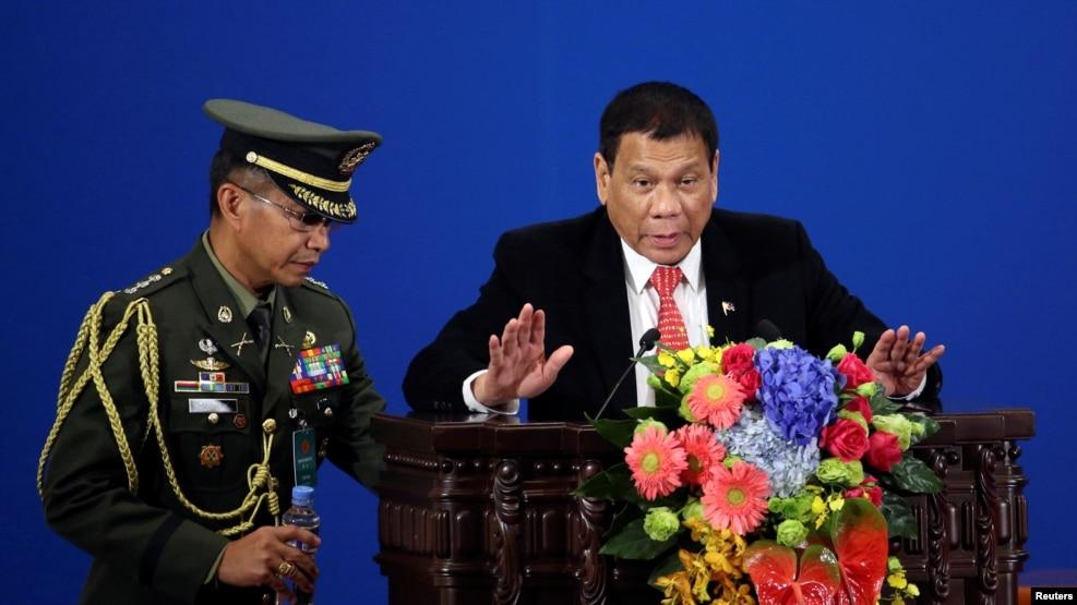 ဖိလစ္ပိုင္သမၼတ Rodrigo Duterte မိန္႔ခြန္းေျပာစဥ္။ ( ေအာက္တိုဘာ ၂၀၊ ၂၀၁၆)