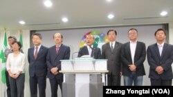 台湾最大在野党民进党宣布发动倒阁案(美国之音张永泰拍摄)