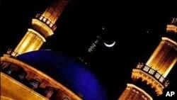 پاکستان میں بھی شوال کا چاند نظر آگیا، بدھ کو عید ہوگی