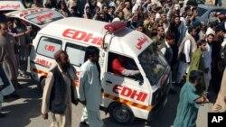 د بلوچستان يو شمېر وکيلان روغتون ته رسېدلي او د بېرسټر د وژنې په غبرګون کې يې په عدالتونو کې د کار نه کولو اعلان کړی دی .