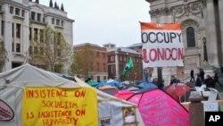 """""""占领伦敦""""运动的一个营地"""